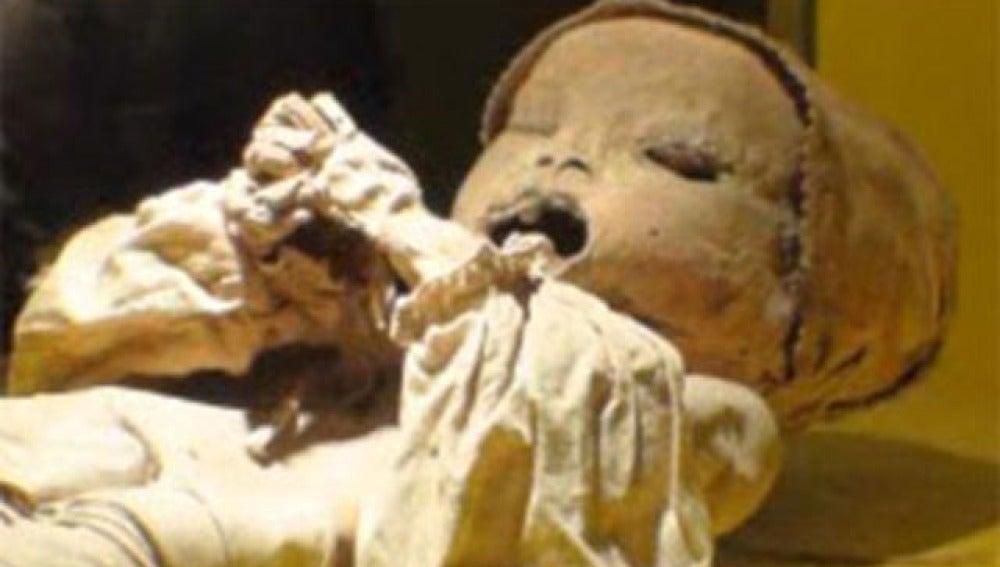 Encuentran los esqueletos momificados de dos bebés
