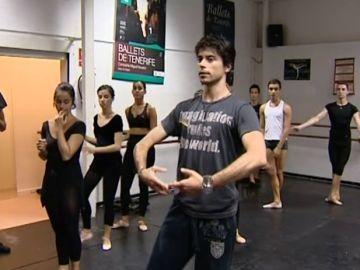 El bailarín Héctor Navarro, de vuelta a su isla por vacaciones