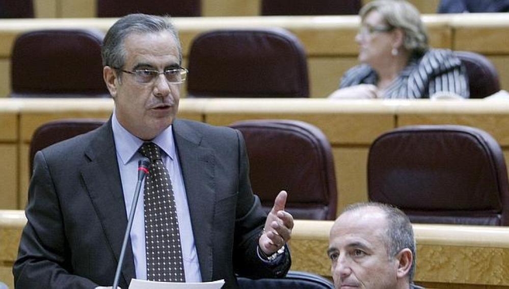 El Ministro Corbacho hablando en el senado