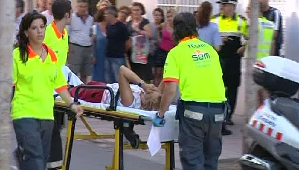 Una mujer cae desde un balcón al lado de las cámaras de Espejo Público