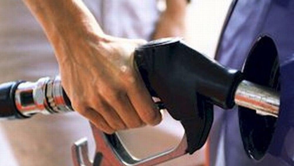 Caída precio combustible