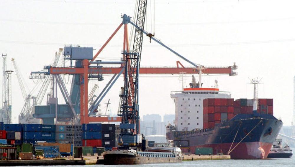 Contenedores en un puerto de Bélgica