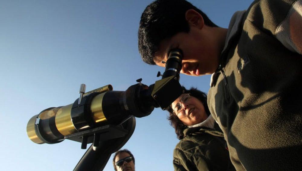 Expertos de la NASA aseguran que se podrán ver los asteroides con telescopios