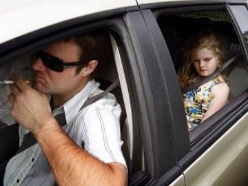 Fumar en los coches con niños dentro
