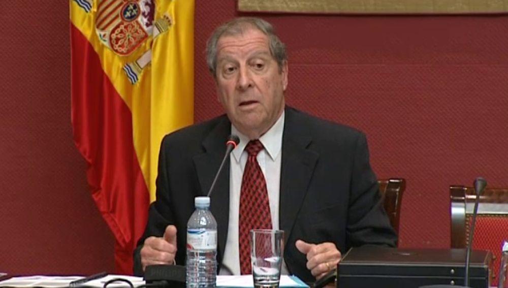 El diputado del común, Manuel Alcaide, aseguró que los funcionarios deberían ir a trabajar con uniforme