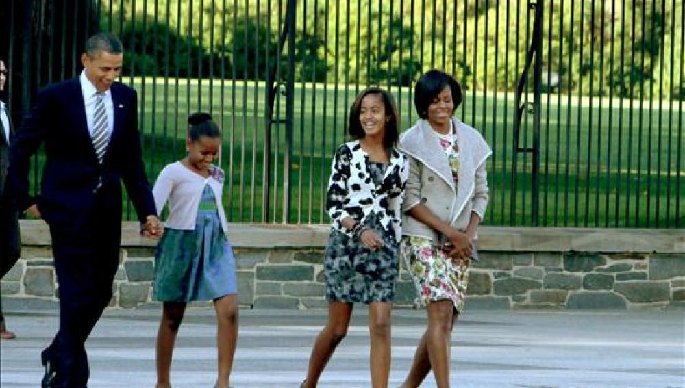 Obama asiste a misa con su familia