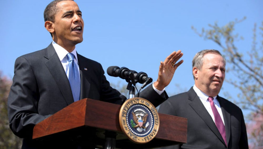Obama y Larry Summers en una conferencia