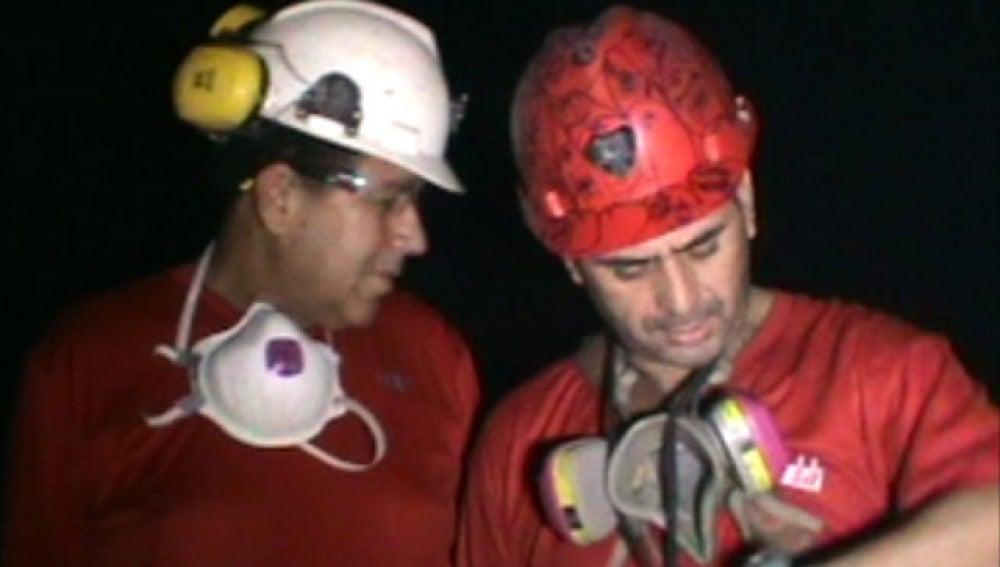 Los mineros chilenos reanudan el trabajo