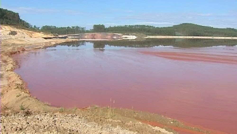 Balsa de residuos tóxicos en Lugo