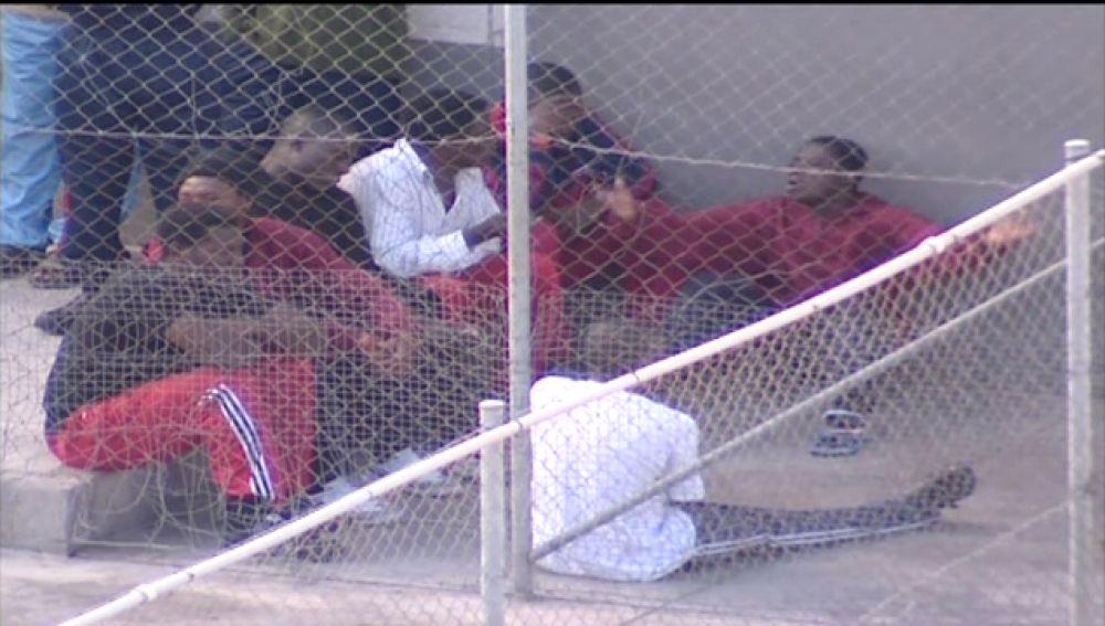 Tres internos del centro de inmigrantes de Hoya fría se han escapado
