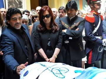 Cristina Fernández junto a Maradona y Evo Morales