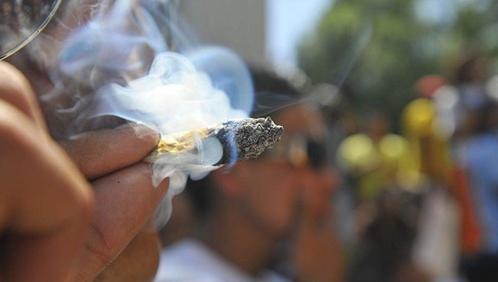 El consumo persistente de marihuana antes de los 18 años causa daños