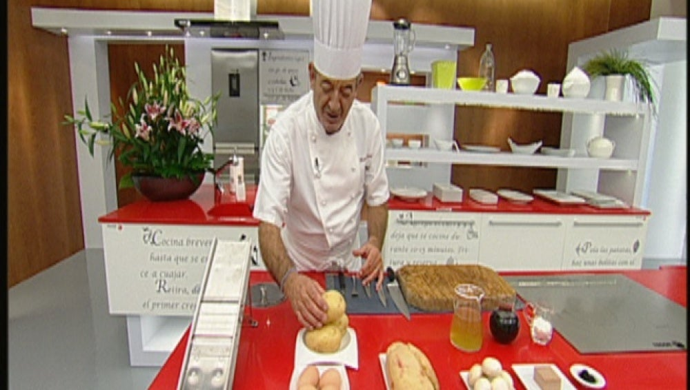 Huevos rotos con foie y salsa perigourdin