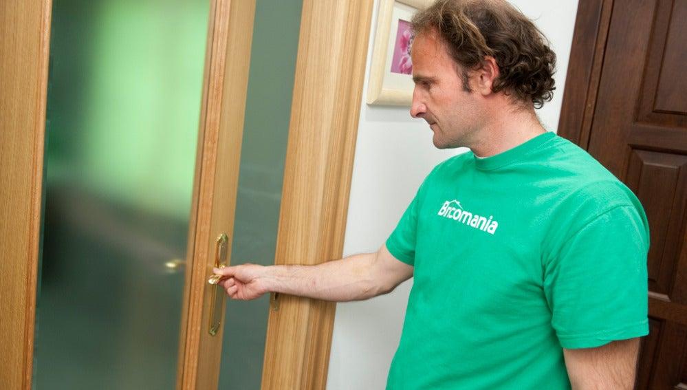 Arreglar las manillas de una puerta