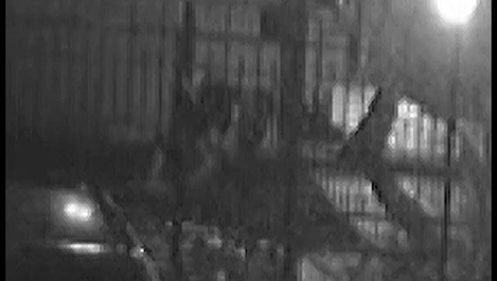 Paliza grabada por cámaras de vigilancia