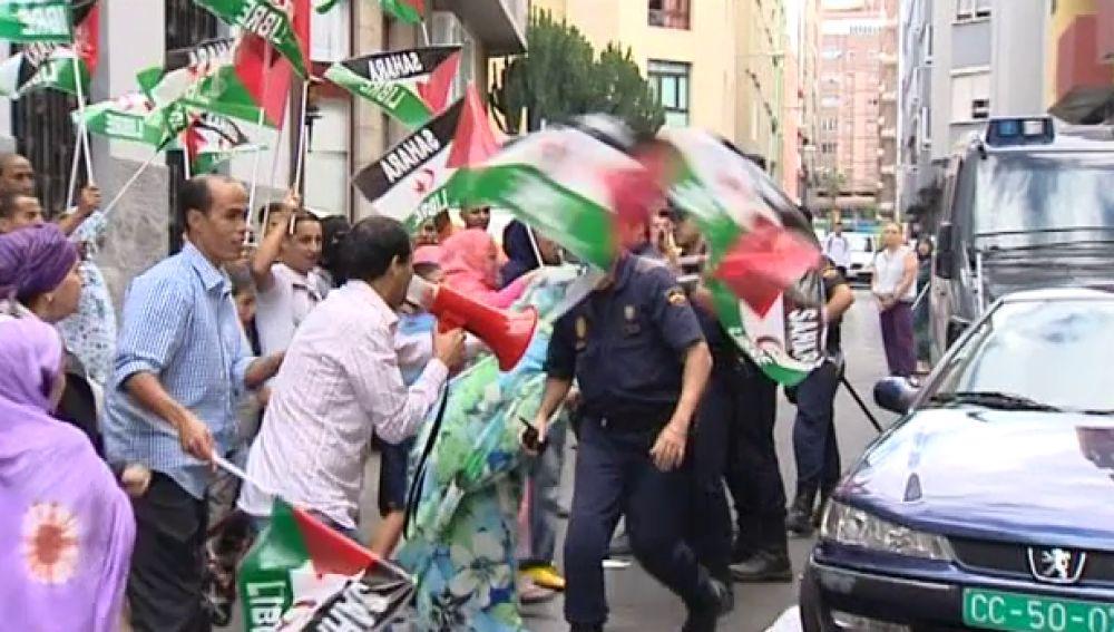 Protestas de saharauis en el consulado de Marruecos en Canarias