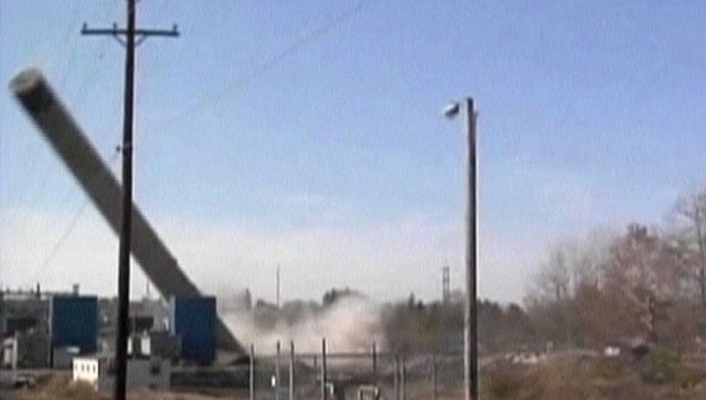 Demolición de una torre eléctrica