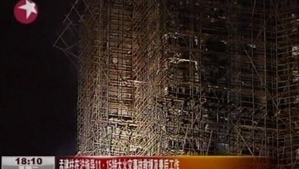 Incendio de un rascacielos en Shangai