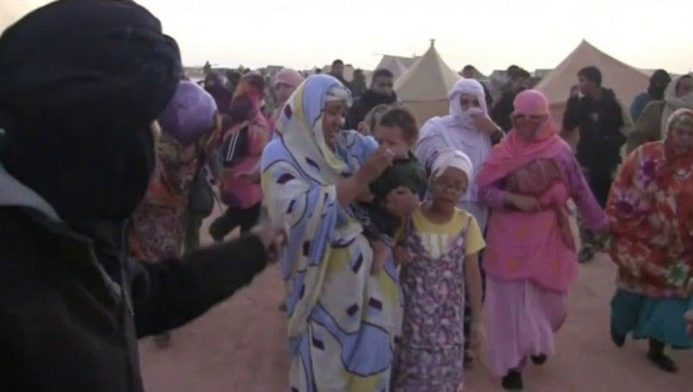 Marruecos niega que murieran 36 personas en el asalto al campamento de El Aaiún.  El gobernador asegura que la policía no usó armas de fuego
