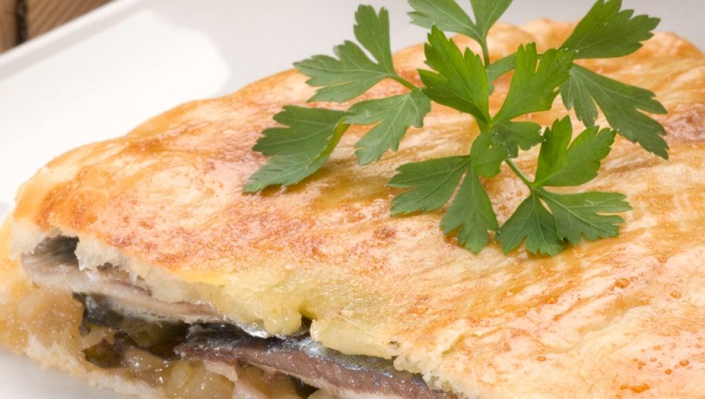 Empanada de sardinas con algas