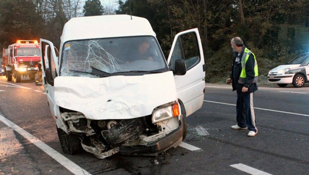 Una furgoneta siniestrada en la Nacional 550