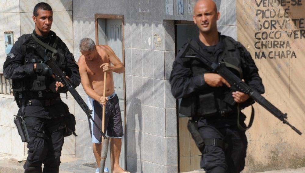 El ejército patrulla las favelas