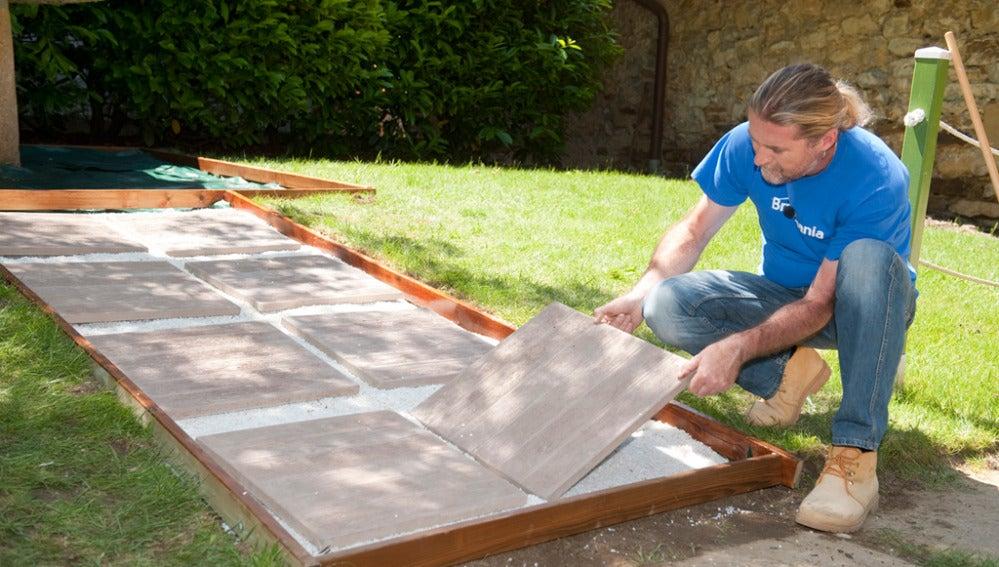 Kristian Pielhoff construye un paso para el jardín
