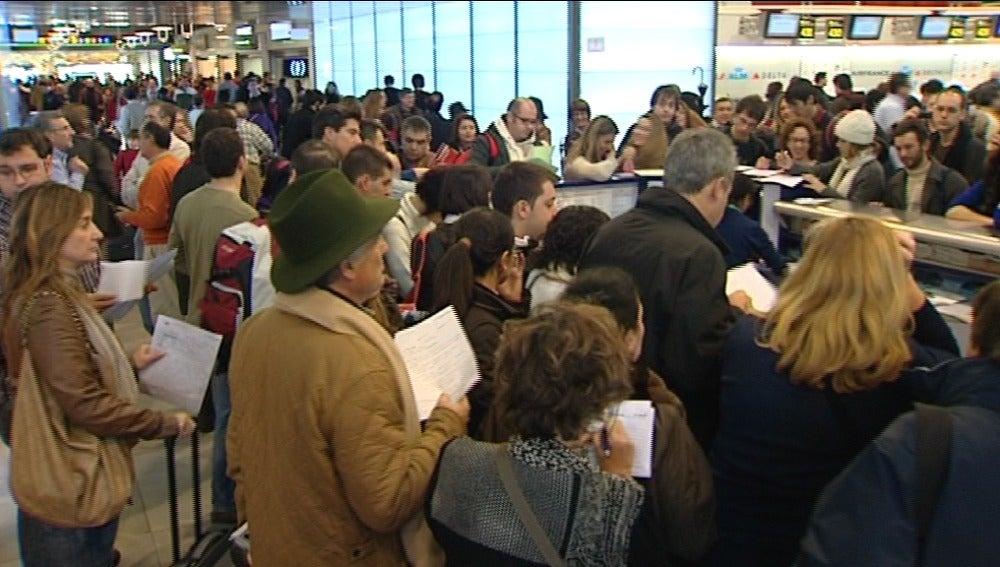 Miles de personas afectadas por el caos aéreo en todos los aeropuertos españoles