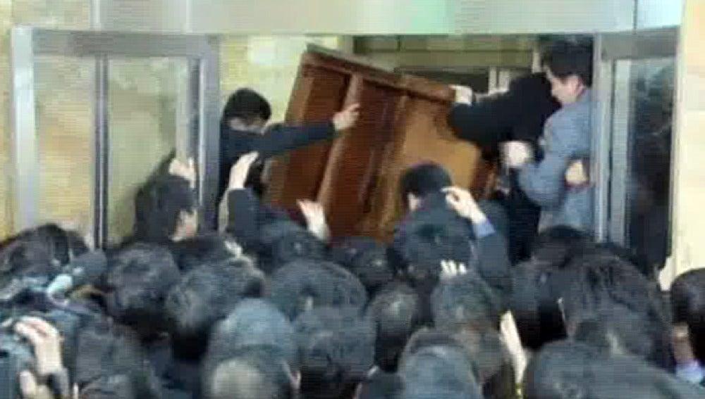 Diputados de Corea del Sur se pelean entre sí