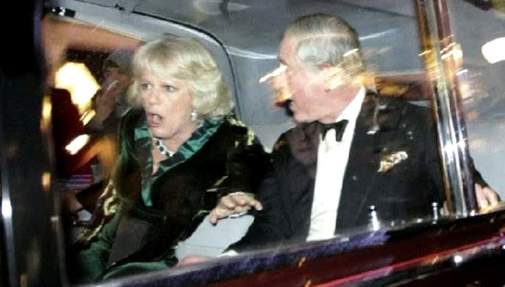 El Príncipe Carlos en su coche oficial