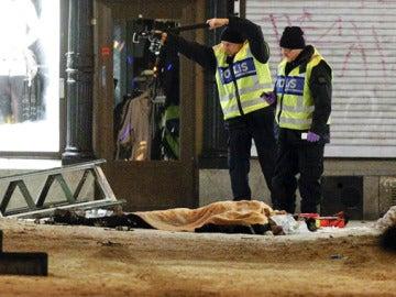 Los forenses examinan los restos del terrorista suicida
