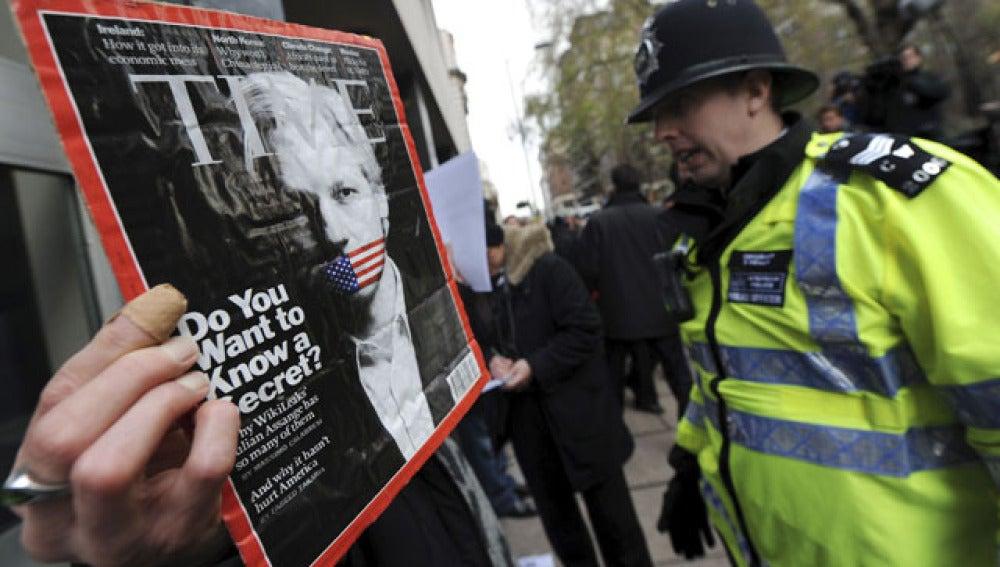 Assange vuelve a los juzgados para evitar ser extraditado