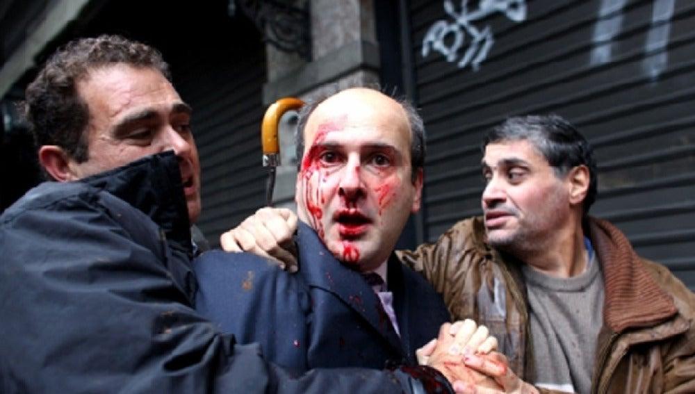 Brutal agresión a un ex ministro griego