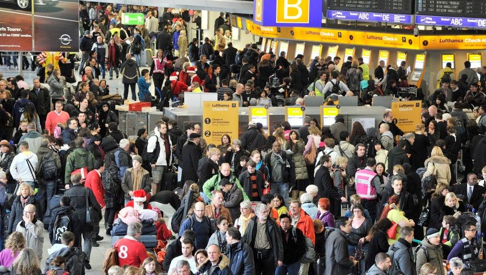Aeropuertos cerrados en casi toda Europa