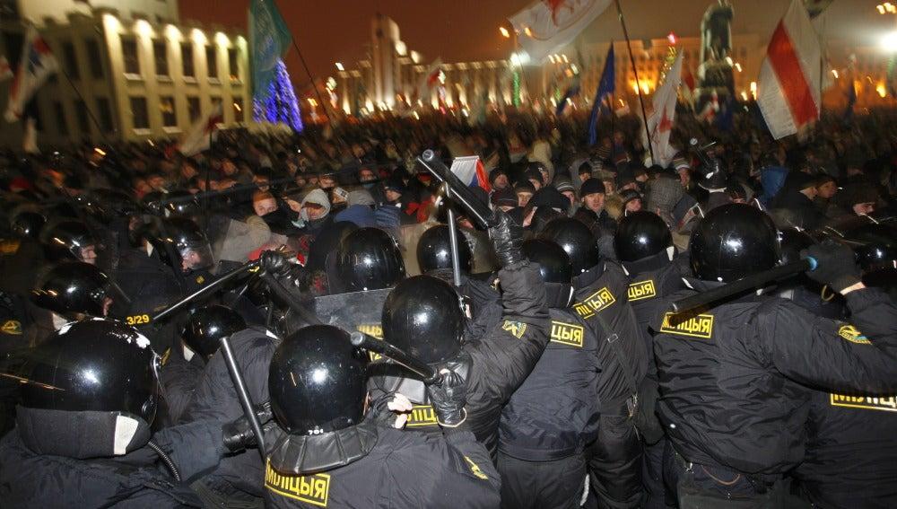 Lukashenko obtiene el 89% de los votos