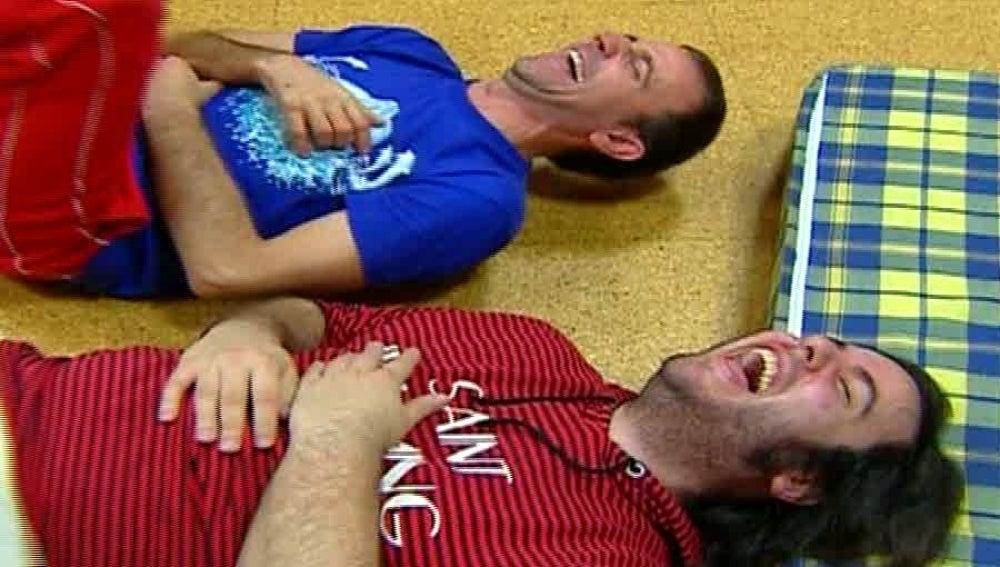 Dos personas riéndose