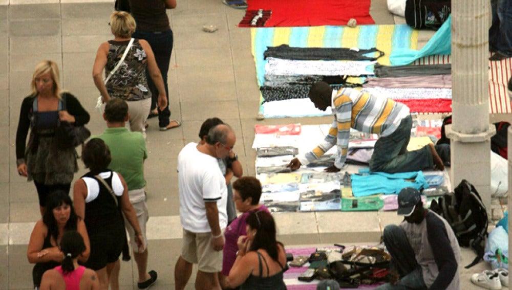 'Manteros' vendiendo productos de imitación