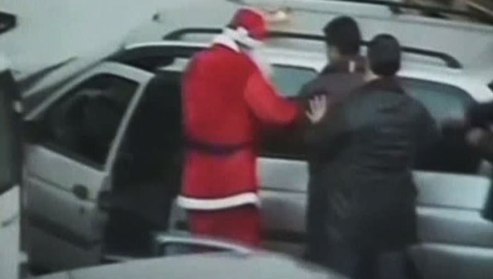 Papá Noel detiene a un miembro de la mafia
