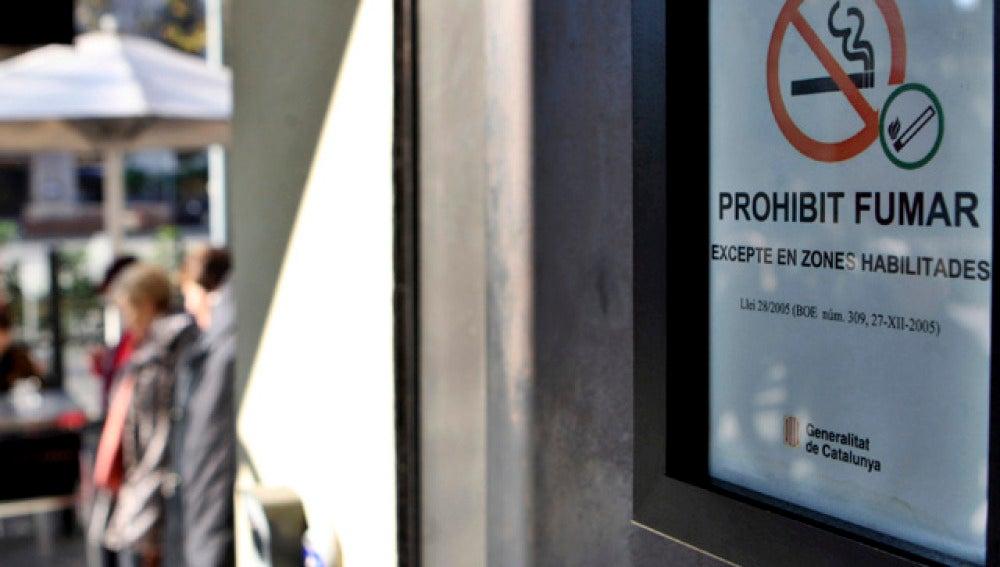 Ya no se permite fumar en los espacios públicos cerrados