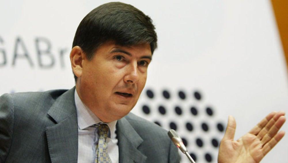Manuel Pimentel  mediará en el conflicto de los controladores