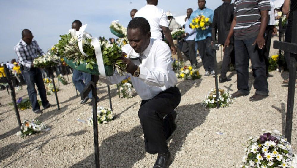 Homenaje a las víctimas del terremoto de Haití