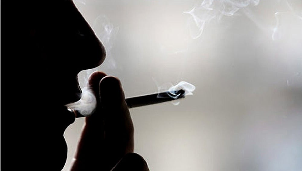 Fumando en la sombra