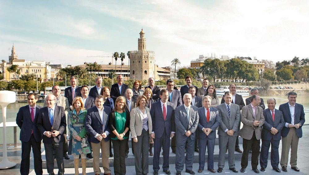 Rajoy junto a sus barones en la convención del PP