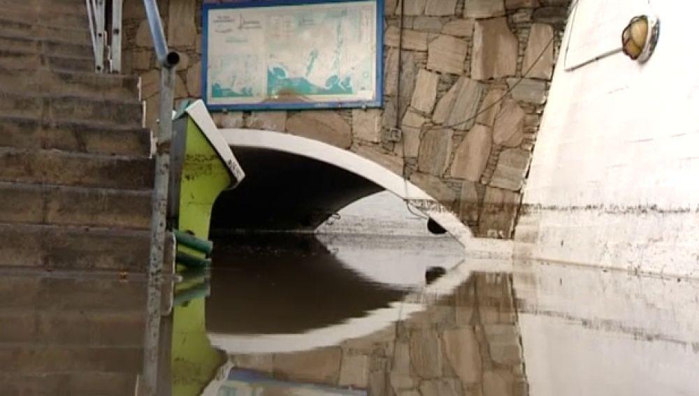 Desprendimientos y carreteras cortadas por la lluvia