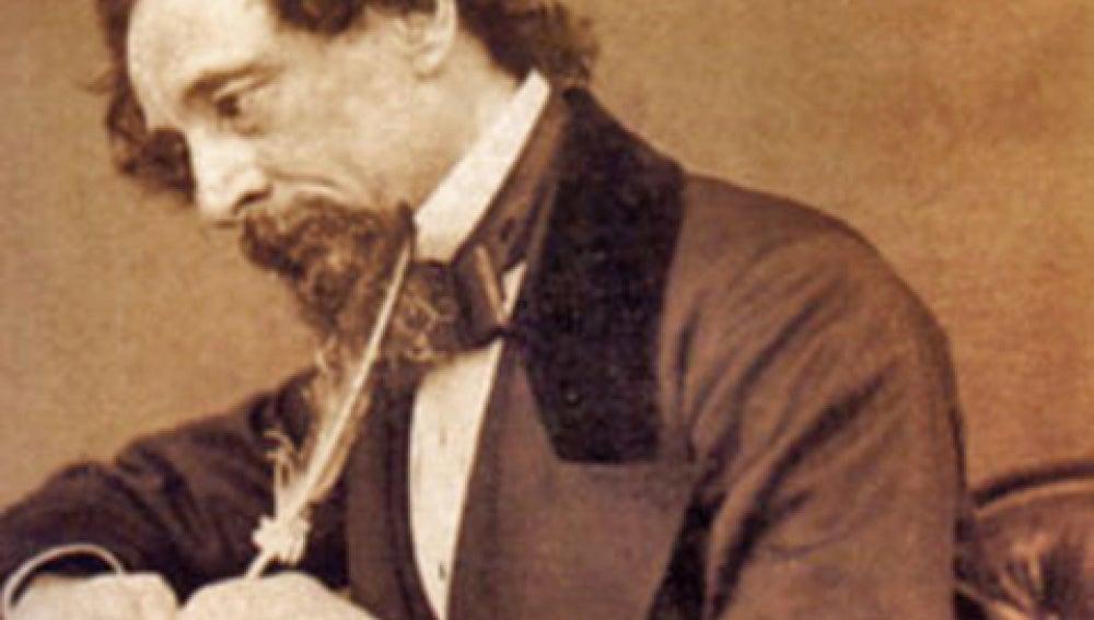 El escritor inglés Charles Dickens