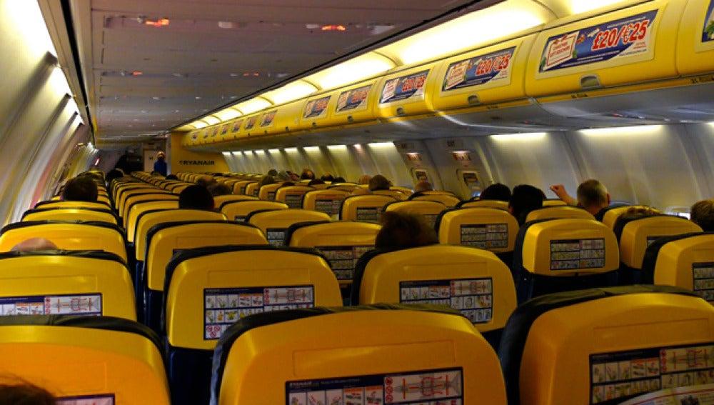 Interior de un avión de Ryanair