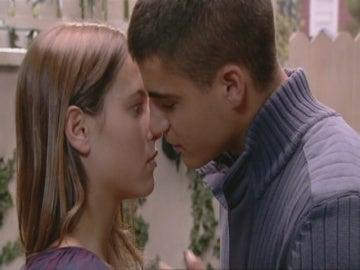 Ángel besa a Sandra