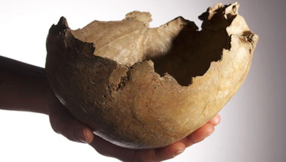 Cráneo vaciado y usado como copa