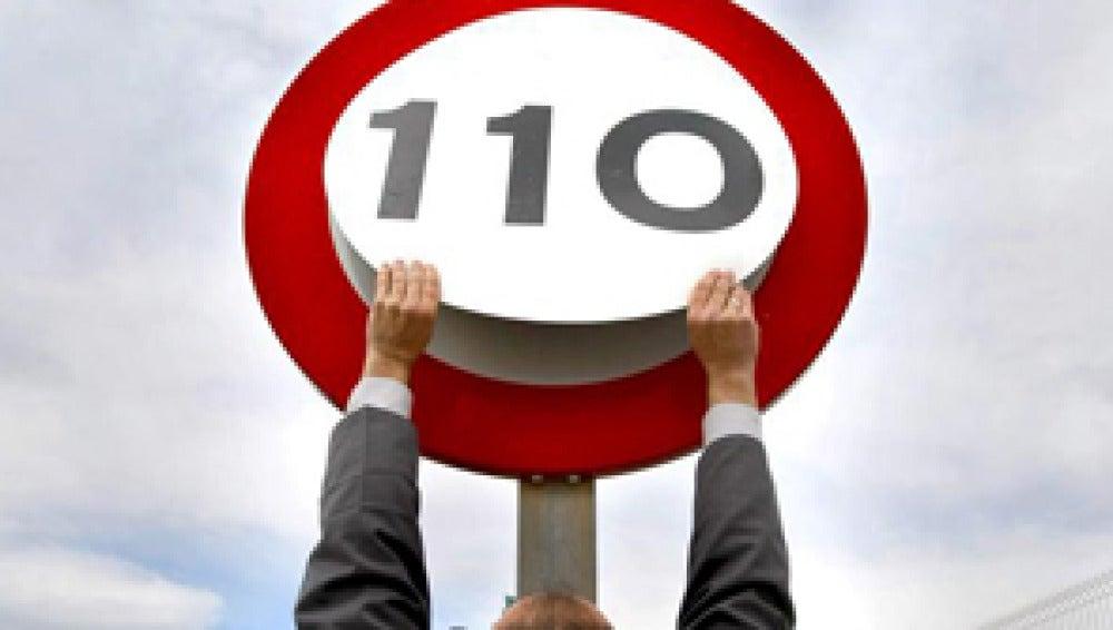 El límite cambiará a 110 km/h con unas láminas imantadas de 50 euros por unidad, ¿salen las cuentas?