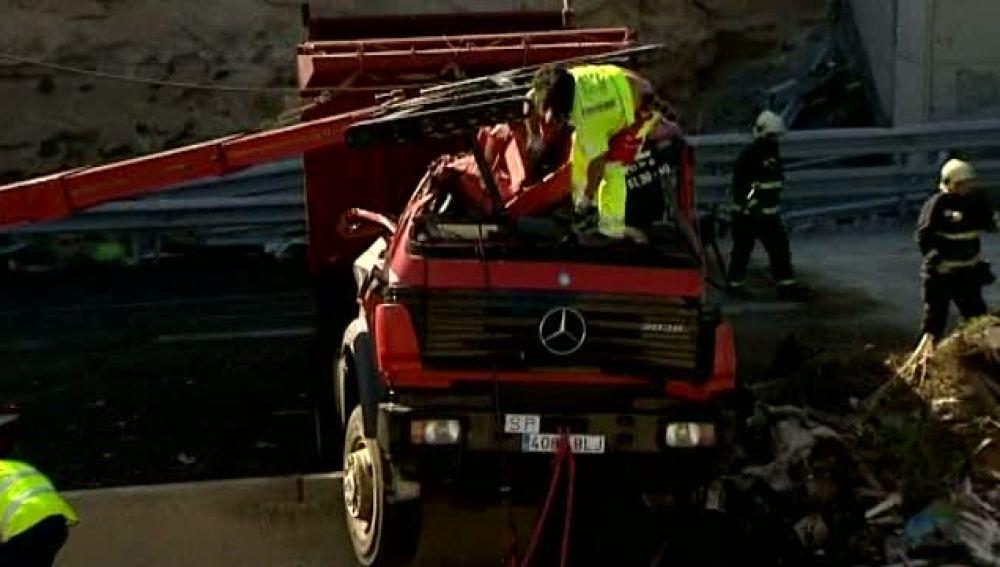 Un accidente de un camión colapsa la TF-1